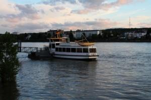 Im Juni eröffnet der erste Döner Dampfer auf dem Rhein! (Foto: M.E.  / pixelio.de)